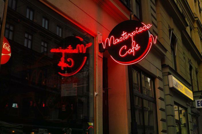 Masterpiece Café neonskylt